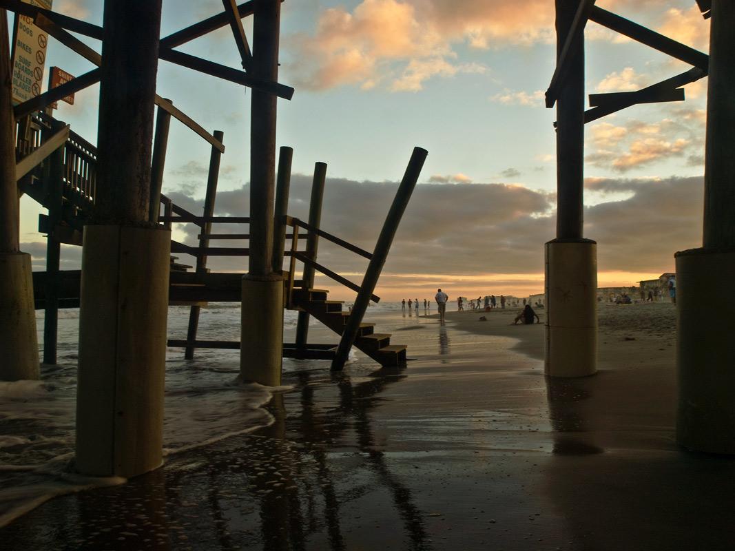 """фото """"Зимний вечер в тропиках"""" метки: пейзаж, архитектура, здания, люди, океан, прибой"""
