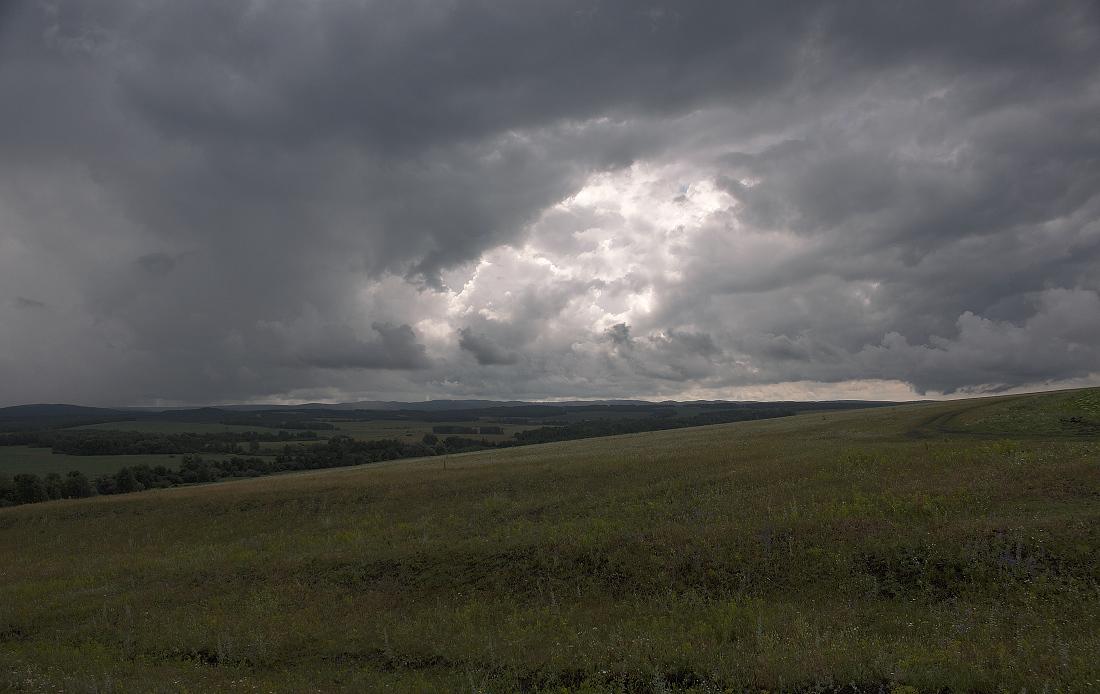 """фото """"Тучная история."""" метки: пейзаж, горы, дождь, лес, лето, луг, облака, осень"""