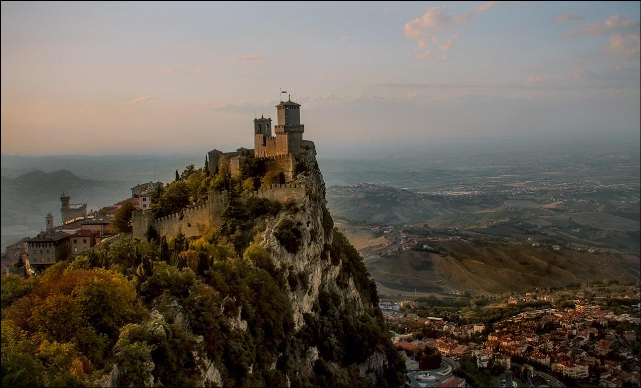 """фото """"Сан-Марино... Прощание с мечтой..."""" метки: путешествия, пейзаж, архитектура, foto liubos, вечер, горы, замок, сан марино"""