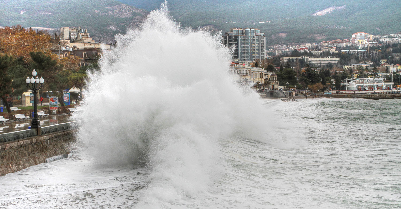 """фото """"шторм в Ялте"""" метки: пейзаж, природа,"""