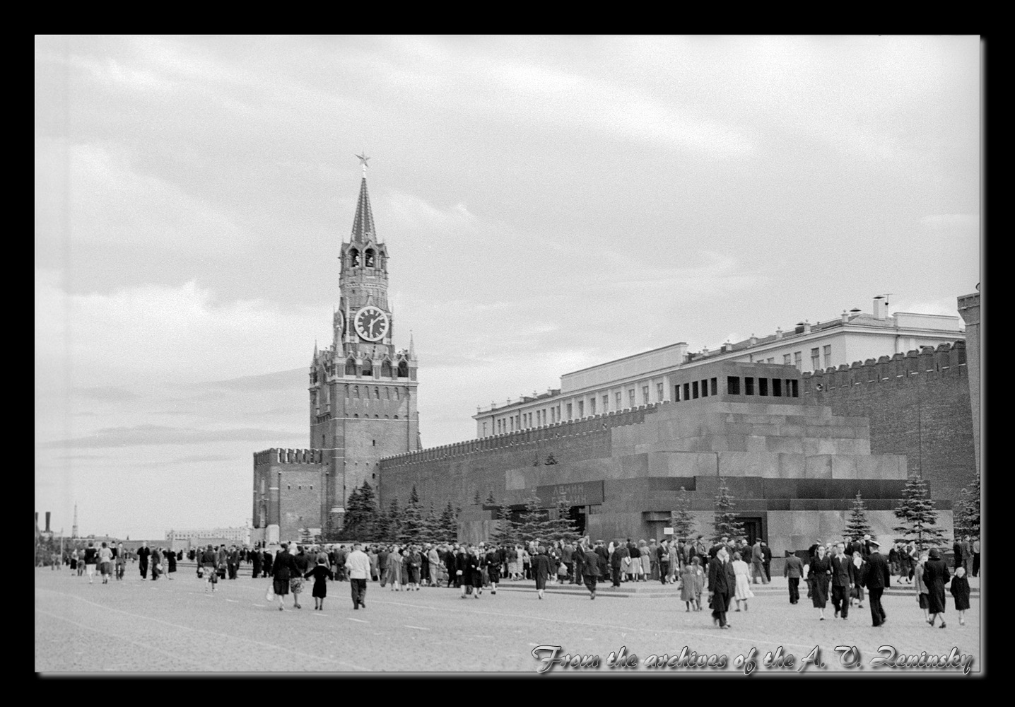 "photo ""Red Square at 50th"" tags: architecture, city, black&white, Europe, building, tower"