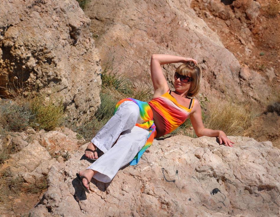 """фото """"На фоне скал"""" метки: пейзаж, горы, женщина"""