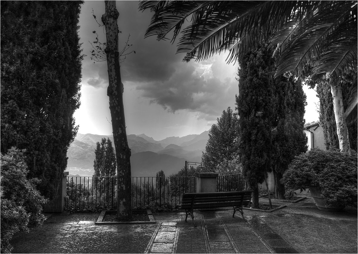 "photo ""Tuscany: place for contemplation"" tags: landscape, black&white,"