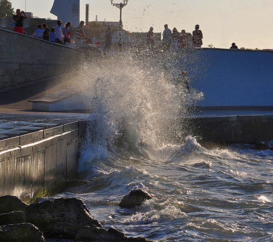 "фото ""Штормило..."" метки: пейзаж, вечер, морская волна"