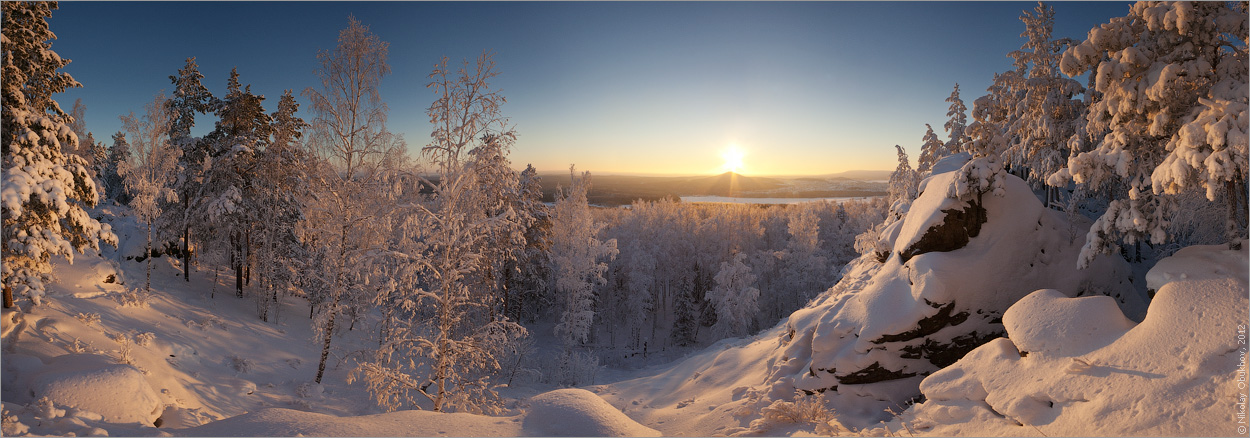 "photo ""0215_0284-0291"" tags: landscape, panoramic, forest, mountains, rocks, sun, sunrise, winter"