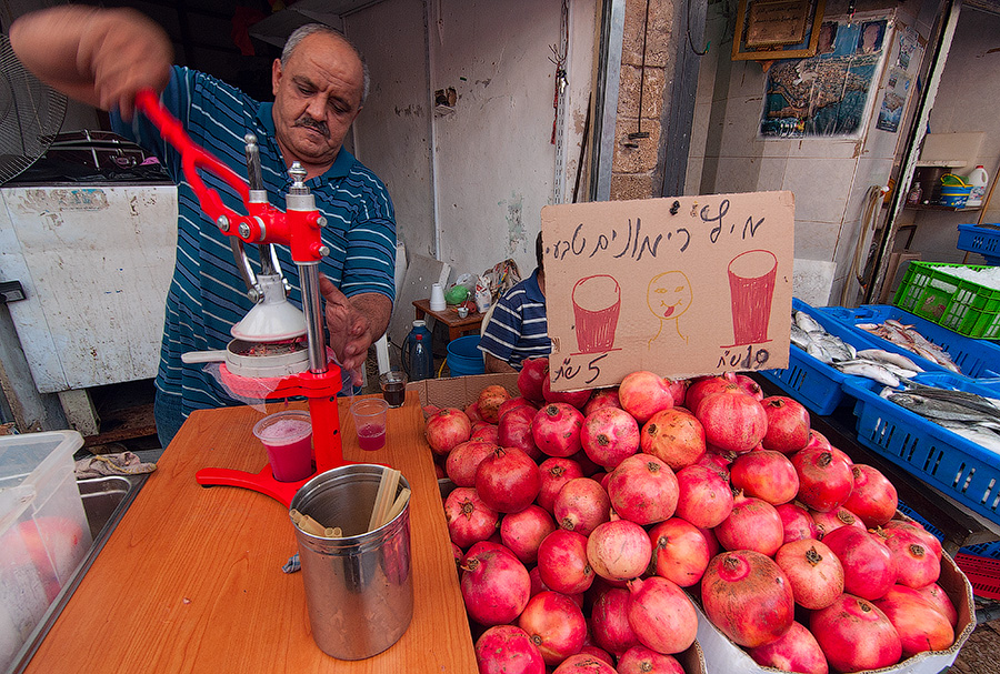"фото ""Вкуснятка"" метки: стрит-фото, Гранат, Израиль, базар, сок"