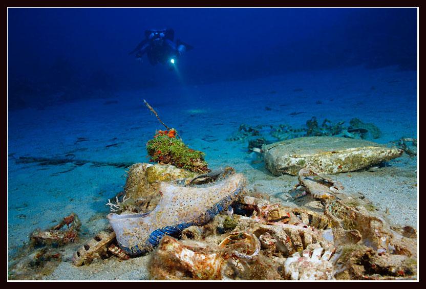 "photo ""Underwater shoe store"" tags: underwater,"