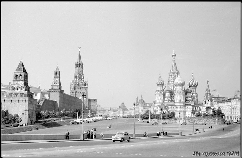 "photo ""Kremlin and St. Basil Cathedral."" tags: architecture, black&white, landscape, Europe, building, people, road, summer, temple, tower"