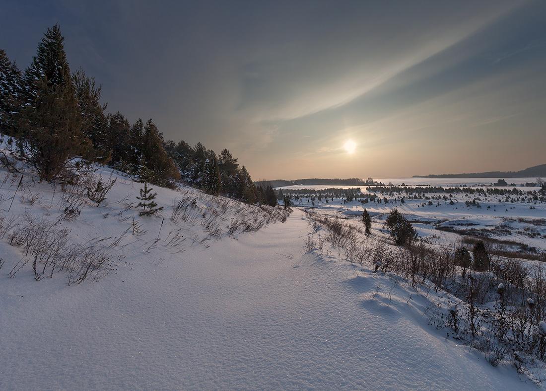 "фото ""Снежная река"" метки: пейзаж, елки, зима, лес, мороз, склон, снег, солнце, сугробы, текстура"