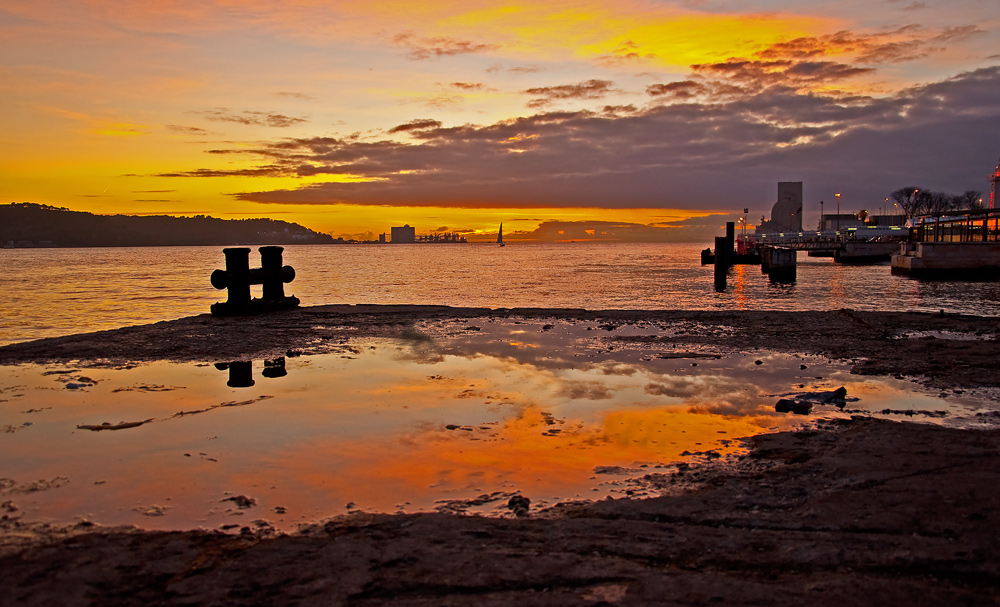 "фото ""Lisbon Sunset"" метки: пейзаж, панорама, путешествия, Europe, Lisbon, estuary, harbour, portugal, берег, вода, закат, отражения"