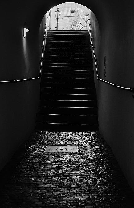 """photo """"Проход а лестница"""" tags: black&white, Prag, Prague, Praha"""