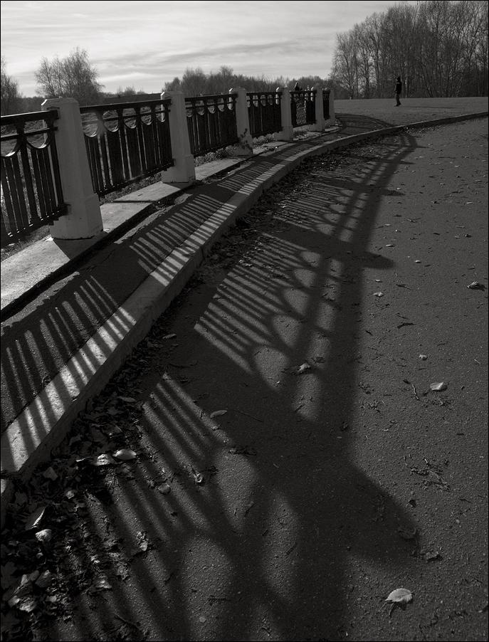 """photo """"***"""" tags: black&white, shadow"""
