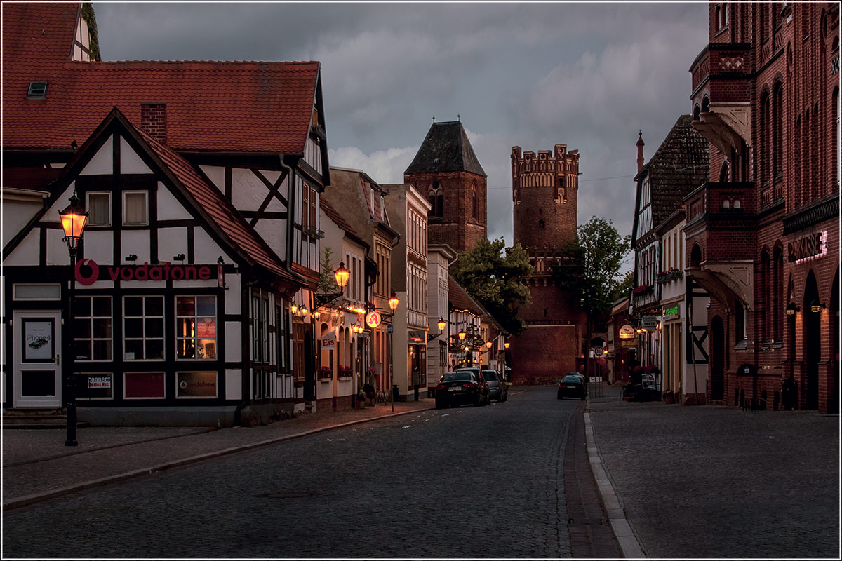 "фото ""Сумерки...."" метки: город, foto liubos, вечер, германия, старый город, тангермюнде, фонари"