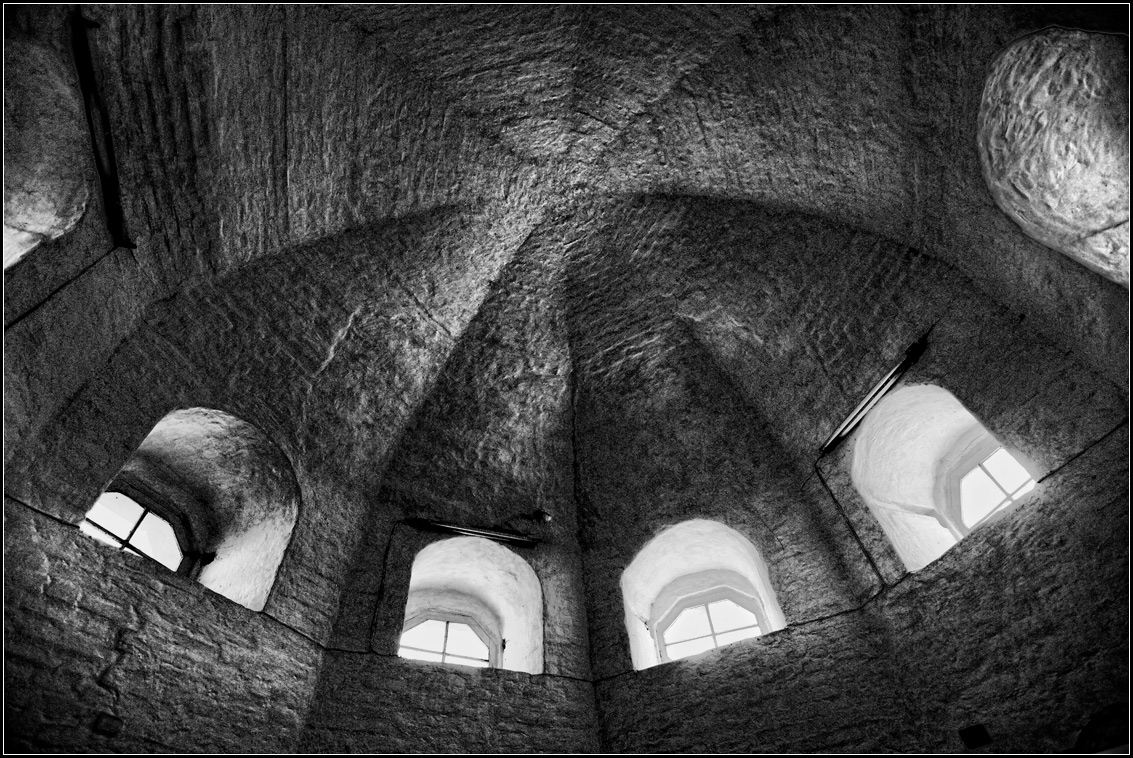 "photo ""ancient tower"" tags: architecture, interior, black&white,"