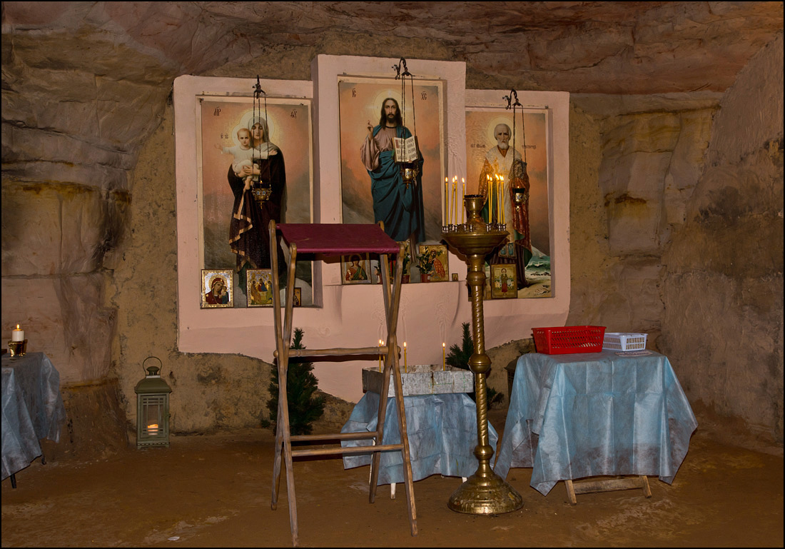 "photo ""In the underground of the chapel..."" tags: travel, caverns, Саблино, памятник природы"