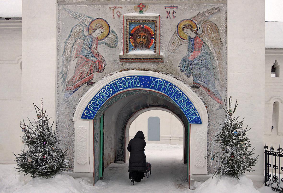 """фото """"Накануне Рождества"""" метки: архитектура, разное, елки, зима, рождество, снег, храм"""
