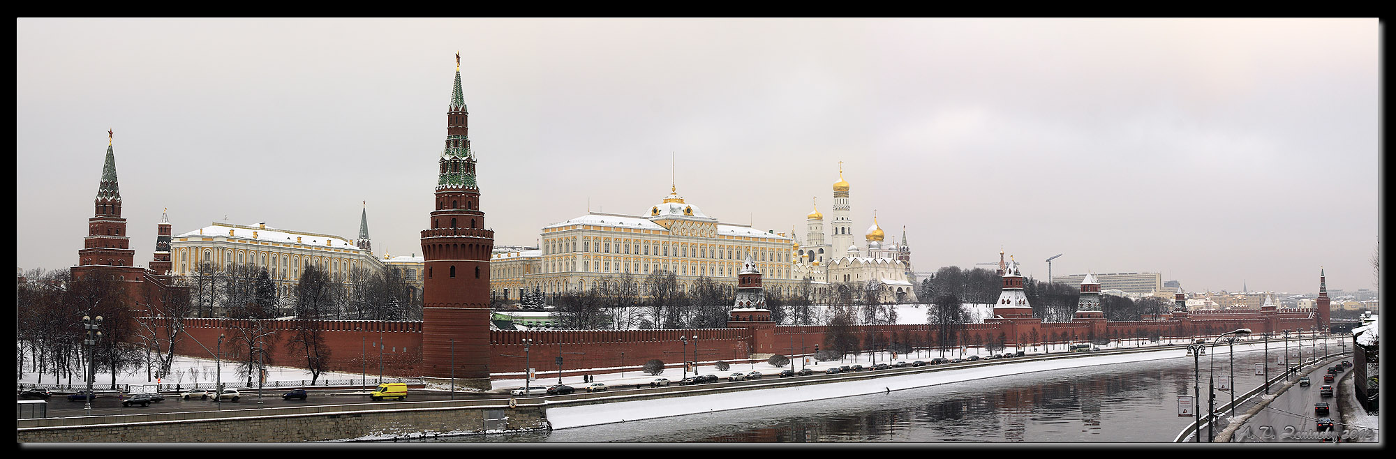 "photo ""Panorama of the Moscow Kremlin."" tags: architecture, landscape, panoramic, Europe, building, clouds, road, temple, tower, water, winter"