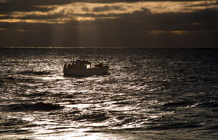 "photo ""***"" tags: landscape, sea, ship, sky, sunset, water, краски, рыбак"