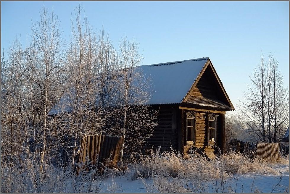 "фото ""Пригрелся на солнышке."" метки: пейзаж, архитектура, природа, здание, зима, снег, солнце"