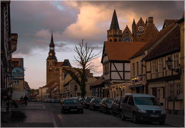 "фото ""Вечер наплывает"" метки: город, foto liubos, Европа, германия, старый город. Tangermünde, улица, фахверк"