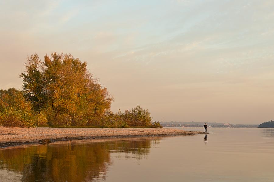 """фото """"Совсем один"""" метки: пейзаж, Днепр, Запорожье, Украина, берег, вечер, река"""