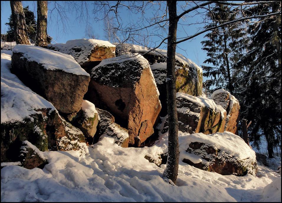 """фото """"Красные камни Острова Мёртвых"""" метки: пейзаж, зима, камень, снег, солнце"""