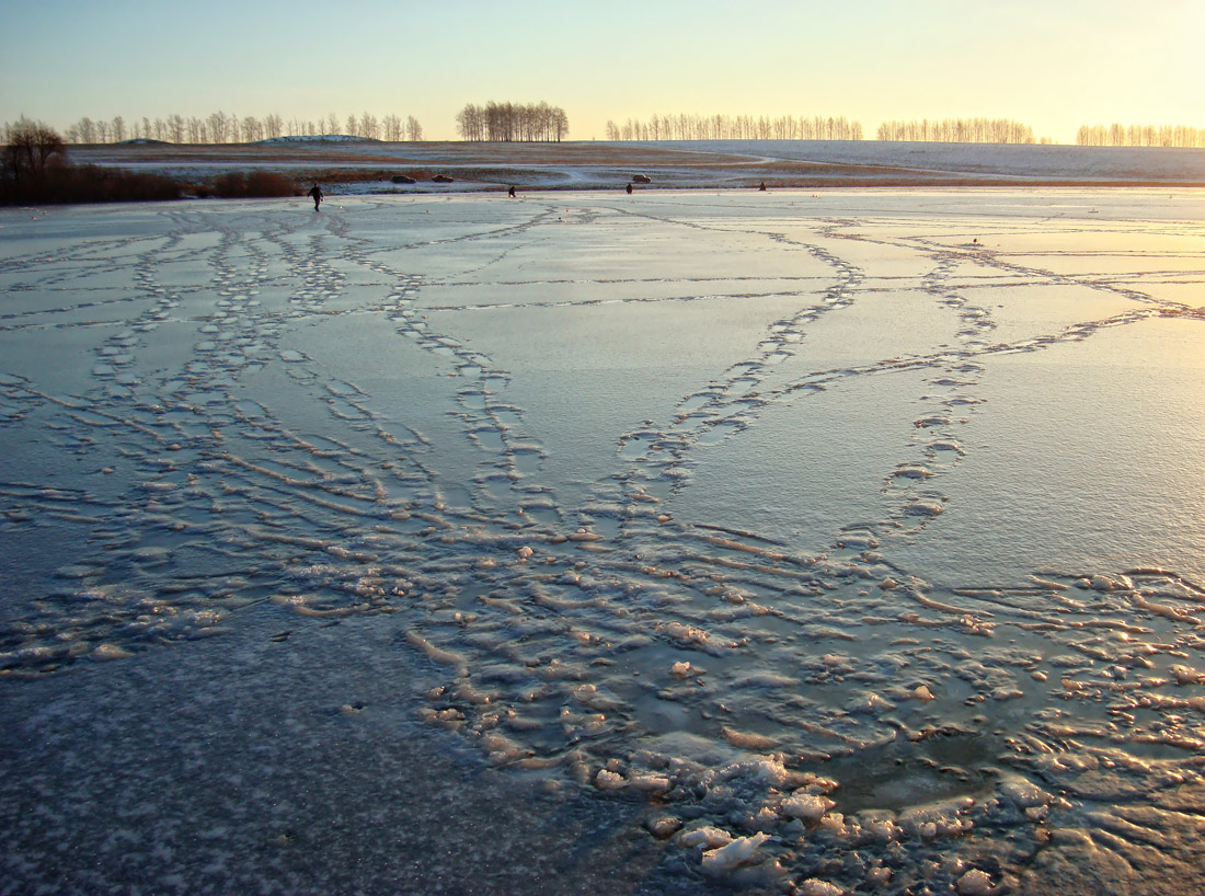 "photo ""... all came out of the water.."" tags: landscape, morning, winter, озеро. рыбалка, следы"