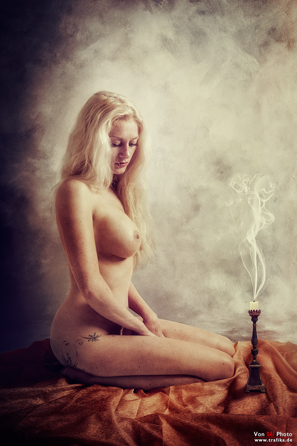 "photo ""Goldilocks"" tags: nude, portrait, digital art, blonde, candle, gentle, vintage, woman"
