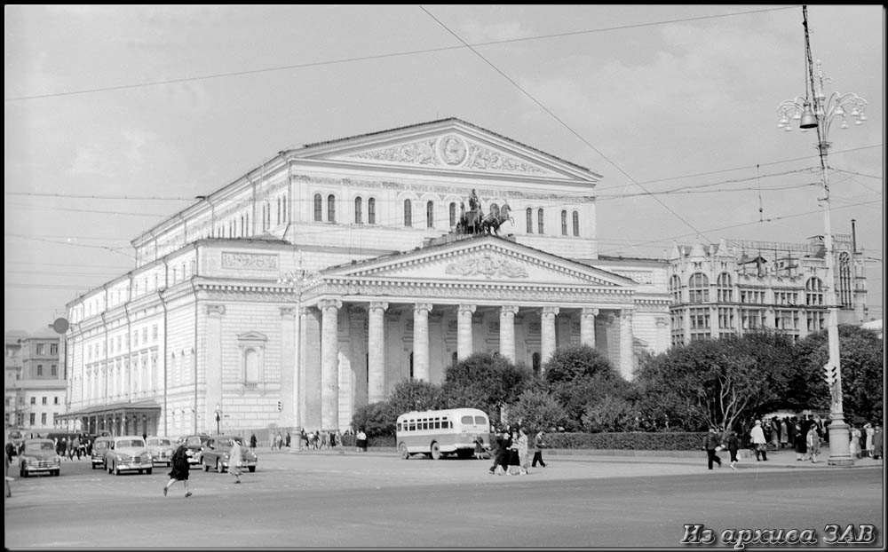 """фото """"Большой"""" метки: архитектура, черно-белые, город, Европа, здание, лето, люди"""