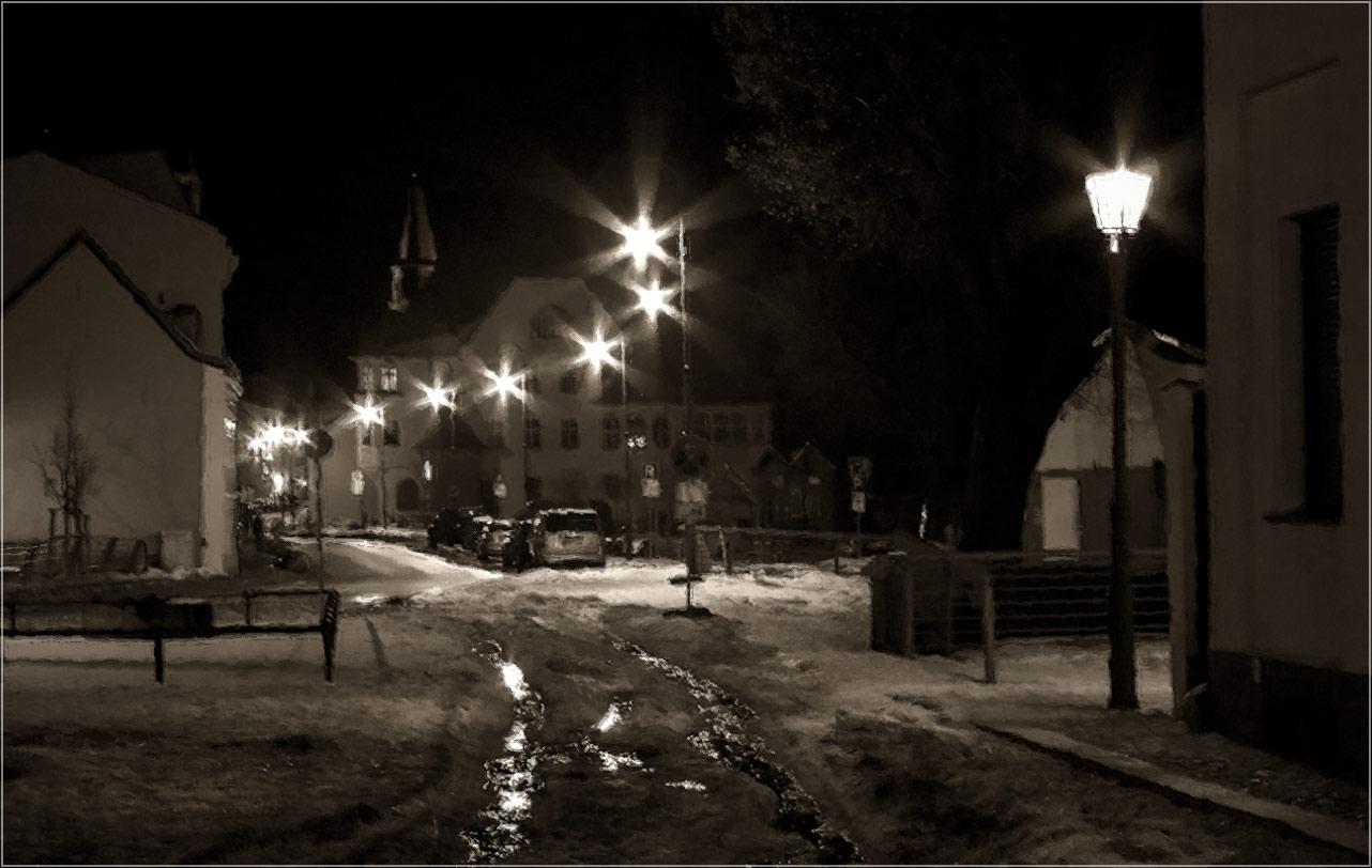 "фото ""Прошлогодний снег"" метки: город, foto liubos, бранденбург, зима, ночь, снег, старый город, улица, фонари"