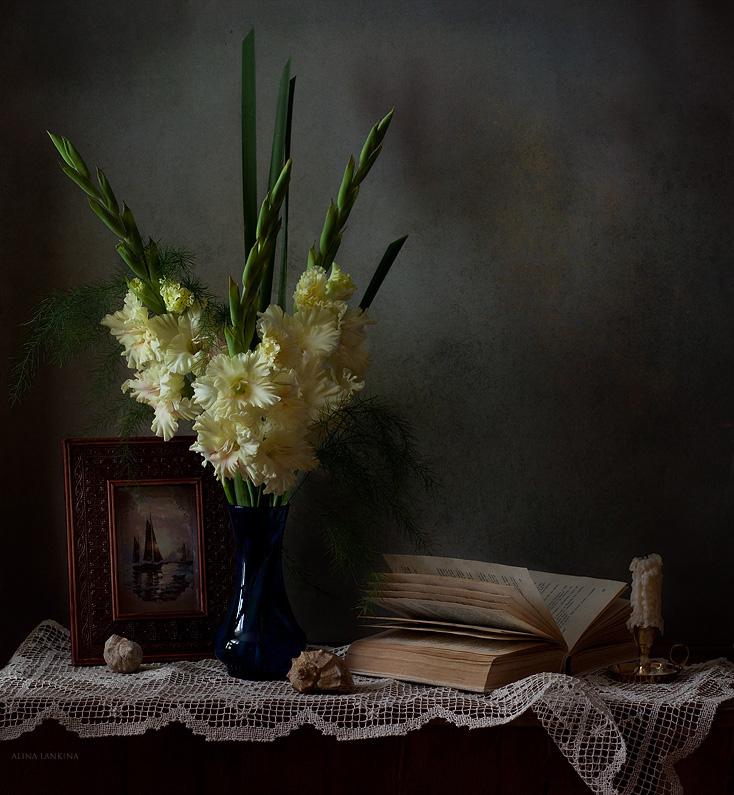 """photo """"***"""" tags: still life, flowers, light, гладиолус, грусть, книга, настроение"""
