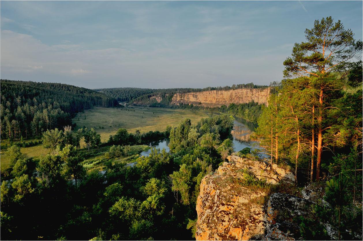 """фото """"Утро на южном Урале"""" метки: пейзаж, вода, горы, деревья, лес, лето, небо, облака, отражения, река, скалы, утро"""
