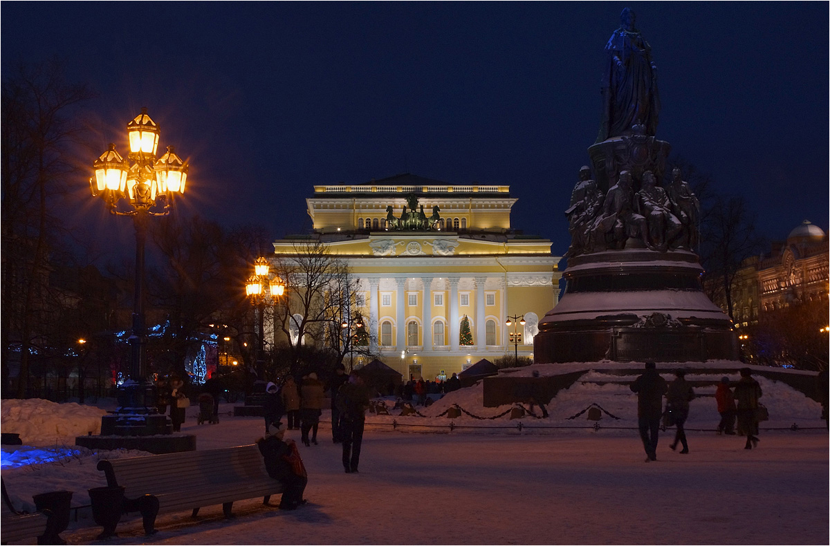 "photo ""Catherine Square"" tags: street, architecture, St. Petersburg, night"