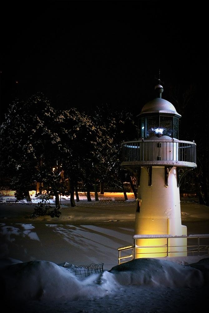 "фото ""Lighthouse"" метки: пейзаж, архитектура, вода, замерзшая река, зима, канал, маяк, ночь"