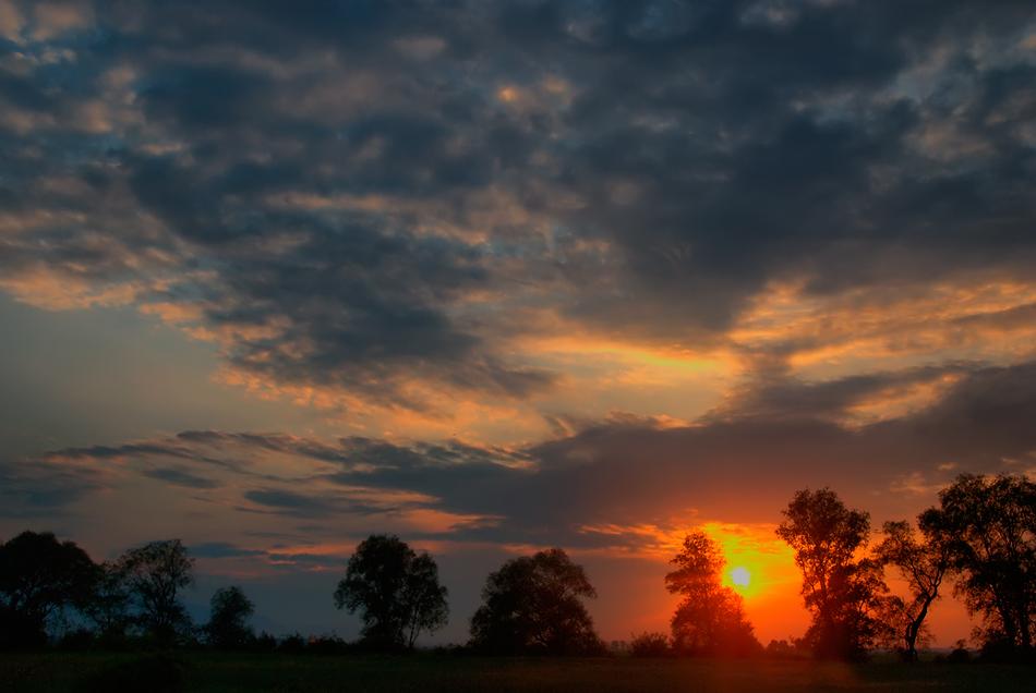 """фото """"Заиграло небо на закате"""" метки: пейзаж, природа, закат, ночь. небо. облака, осень, солнце"""