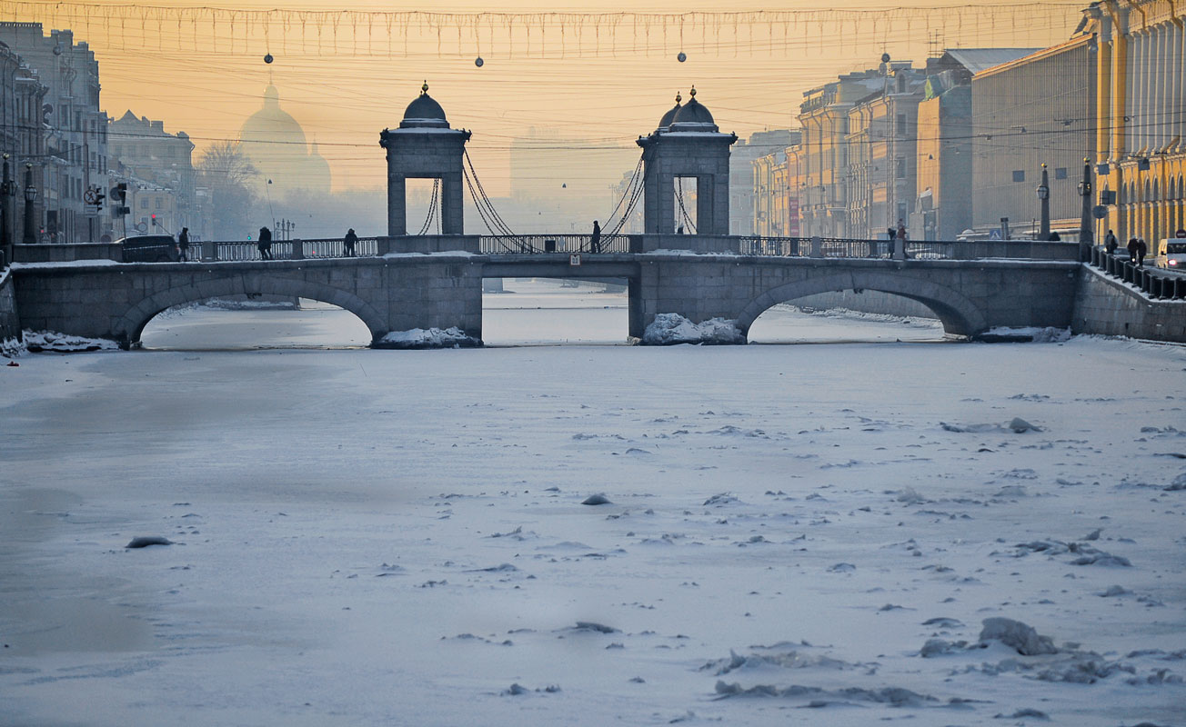 "photo ""***"" tags: architecture, street, Russia, St. Petersburg, fog, snow, water, winter, мост Ломоносова, р.Фонтанка"