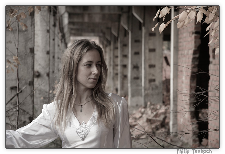 """фото """"Antares"""" метки: портрет, девушка, платье, руины"""