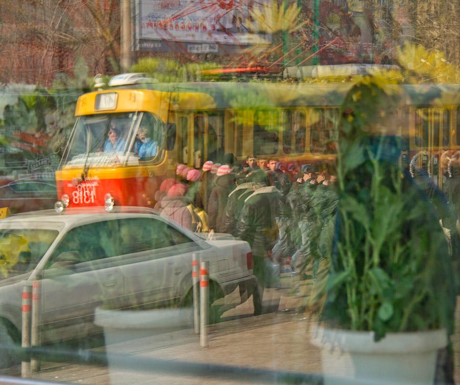 """фото """"Предчувствие весны"""" метки: жанр, стрит-фото, люди, отражения"""