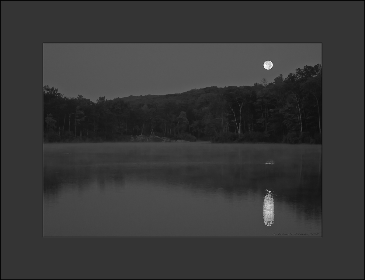 "фото ""Moon-set over Kawanauke lake"" метки: пейзаж, черно-белые, Harriman State Park, black  white, night, озеро"