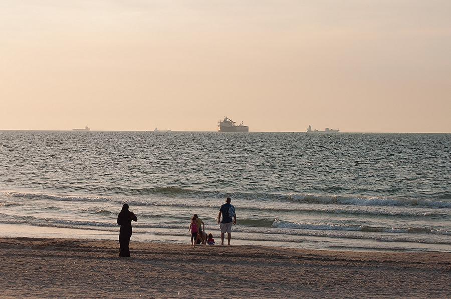 """фото """"Высокий сезон"""" метки: пейзаж, жанр, Средиземное, купальщица, море"""