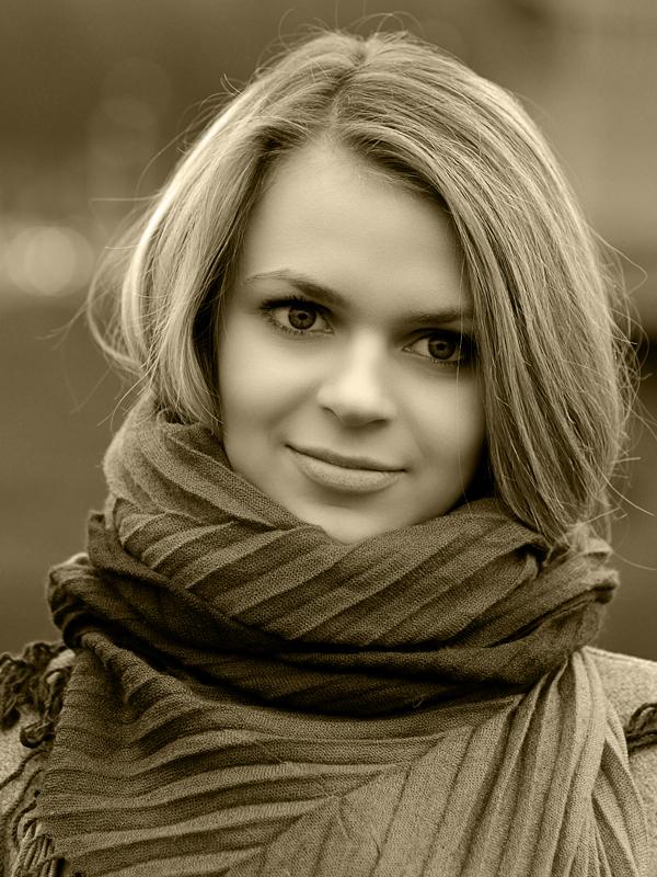 "photo ""***"" tags: portrait, black&white, girl, улыбка"