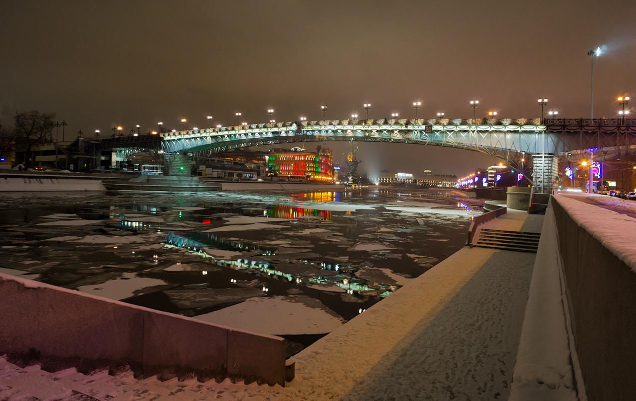 """фото """"У Патриаршего моста искала я забвение..."""" метки: пейзаж, архитектура, вода, зима, ночь, река"""
