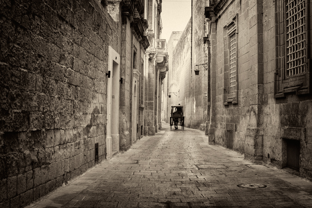 """фото """"Из прошлого в..."""" метки: архитектура, черно-белые, город, лето"""