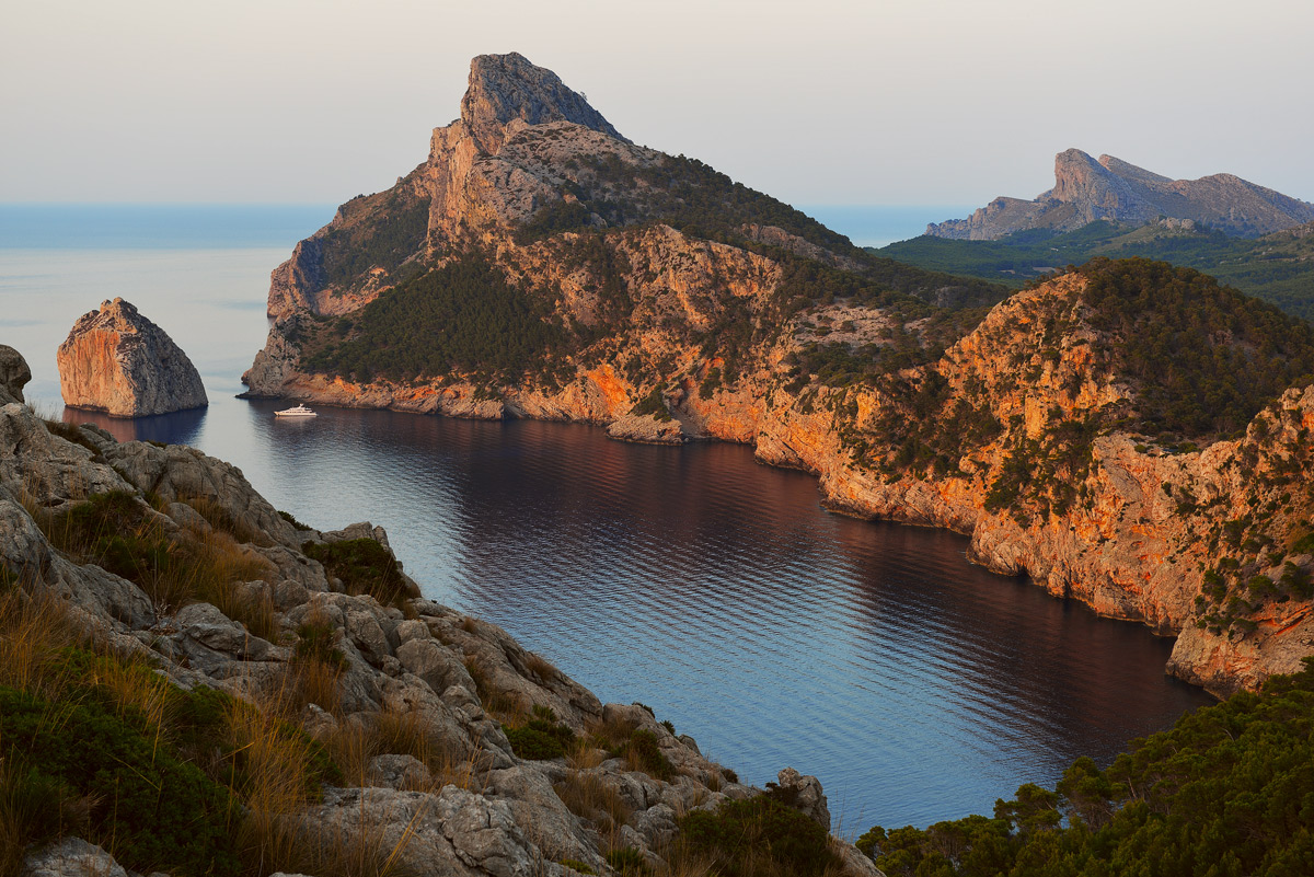 "photo ""***"" tags: landscape, travel, Europe, Majorca, Spain, bay, coast, evening, mountains, rocks, sea, summer, sunset, water, мыс"