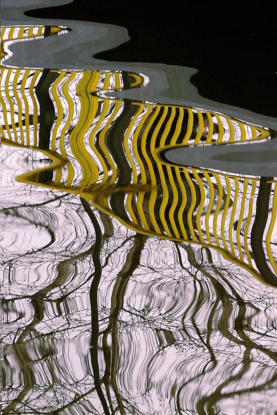 """фото """"***"""" метки: абстракция, trees, Бухарест, вода, мост, отражения, река"""