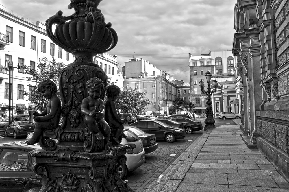 "photo ""***"" tags: architecture, city, black&white, St. Petersburg"