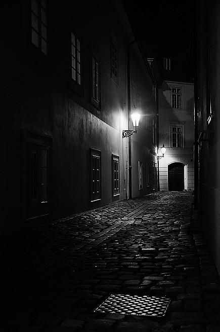 """photo """"Hочной улочка-21"""" tags: black&white, Prag, Prague, Praha"""