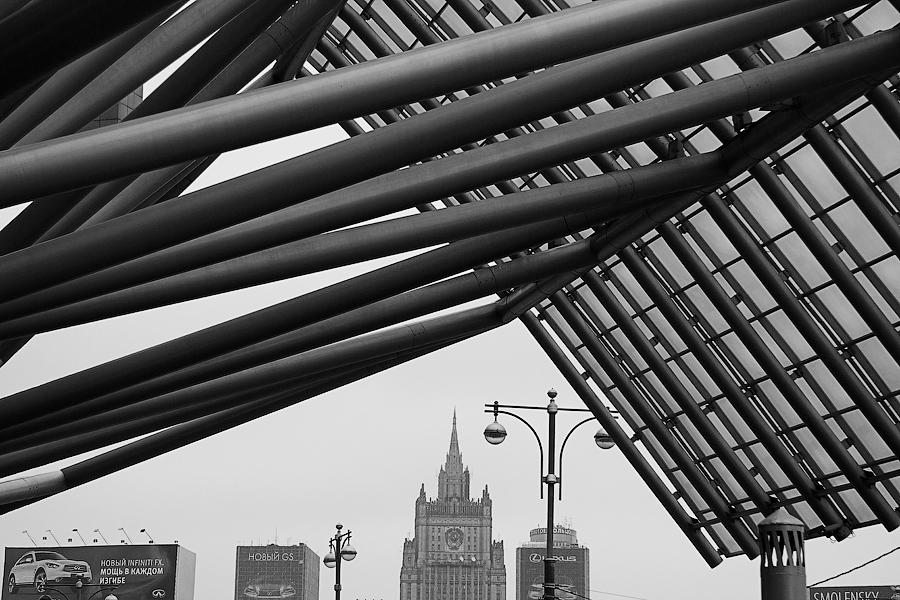 "photo ""***"" tags: architecture, black&white, Город, архитектурные выкрутасы"