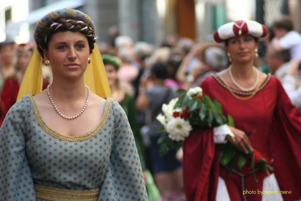 "photo ""historical procession in Genoa"" tags: reporting,"