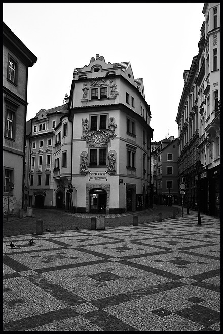 "photo ""Домa a улицa"" tags: black&white, Prag, Prague, Praha"